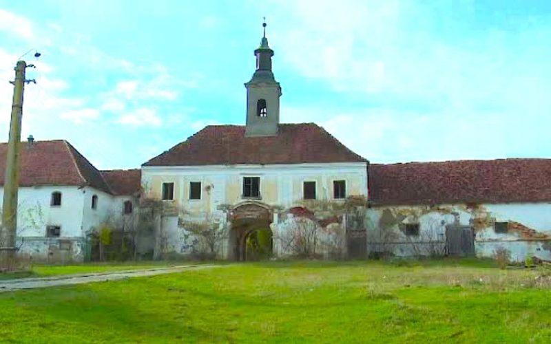Arheologii care trebuie să vegheze restaurarea Castelului Teleki (Posmuș) nu sunt de găsit