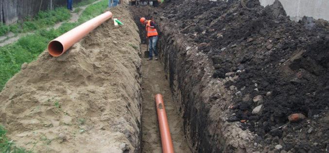 ÎNDEMÂNAREA va introduce canalizarea în comuna Mărișelu, un contract de peste 11 mil. lei