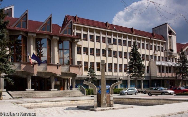 Licitația s-a sfârșit: AMICII Building SRL construiește liftul exterior pentru Consiliul Județean BN