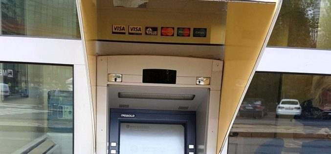 Clienții Băncii Transilvania pot retrage bani de la bancomat cu telefonul