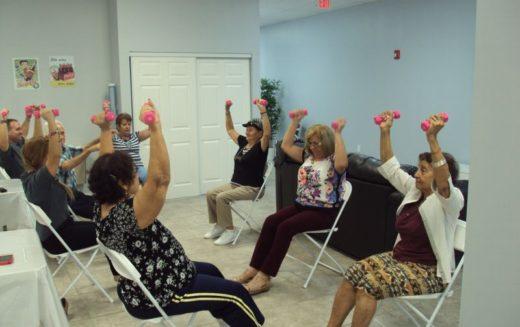 Kinetoterapie, terapie prin muzică și servicii medicale într-un centru social de zi la Beclean