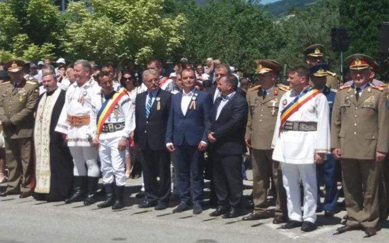 Azi, exemplu de românism. Valea Bârgăului s-a unit pentru a celebra la înălțime Centenarul Marii Uniri