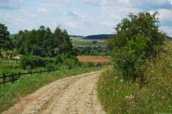 Cum pot fi reabilitate străzile de pământ private