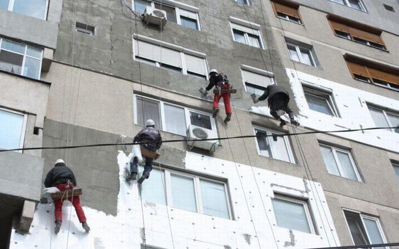 Primăria caută o firmă care să facă reabilitare termică de aproape 1 mil.euro la Bistrița