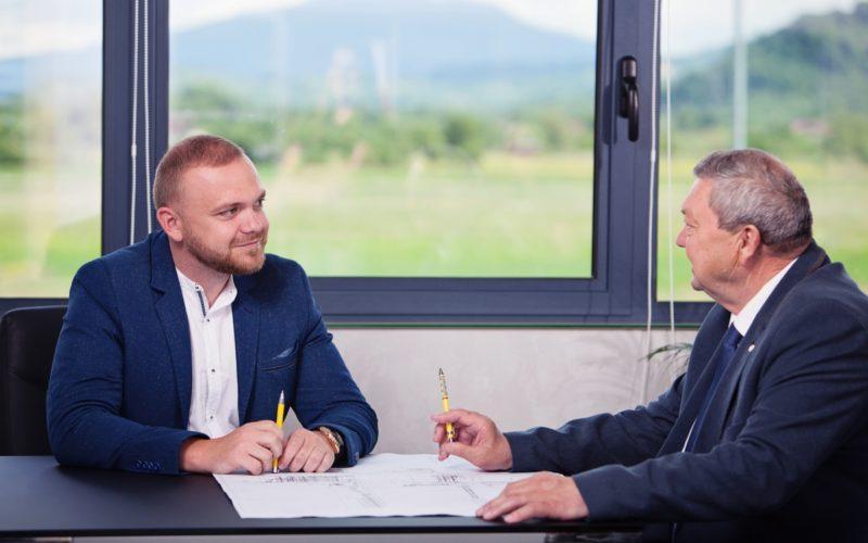 Constructorii de la ÎNDEMÂNAREA trec granița în Suceava, cu contracte de 32 mil. lei