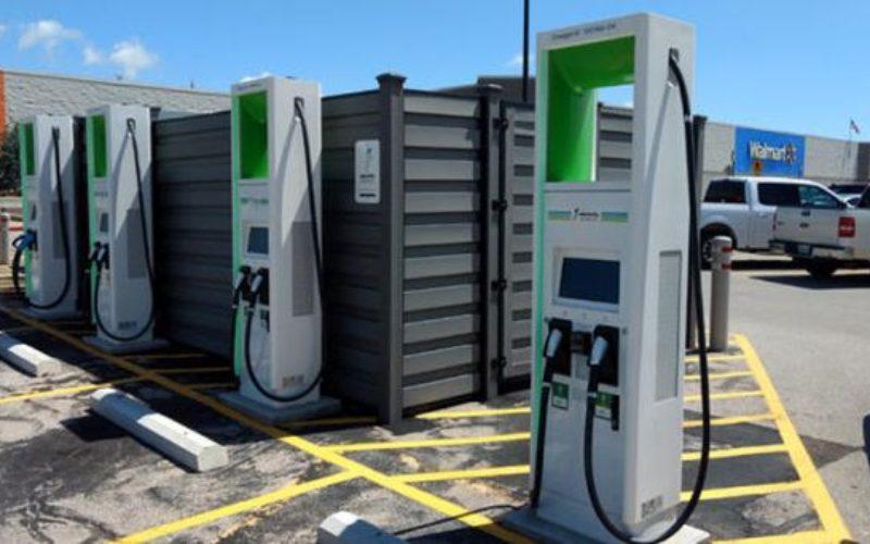 Cu 40.000 lei municipalitatea vrea să cumpere stații de încărcare pentru autovehicule electrice