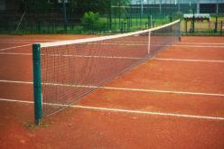 Telekom vinde terenuri de tenis și un bazin de înot