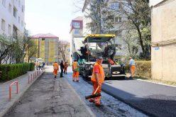 Au fost finalizate 11 din cele 50 de străzi incluse în programul de asfaltare din acest an