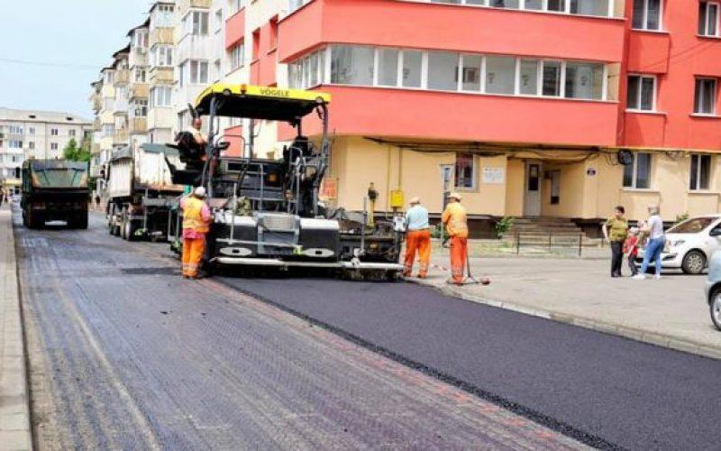 Au fost finalizate lucrările de asfaltare a primelor 34 de străzi din cele 50 promise în acest an