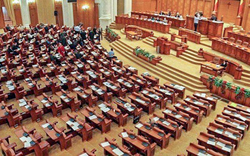 Parlamentul a adoptat prelungirea mandatelor aleșilor locali