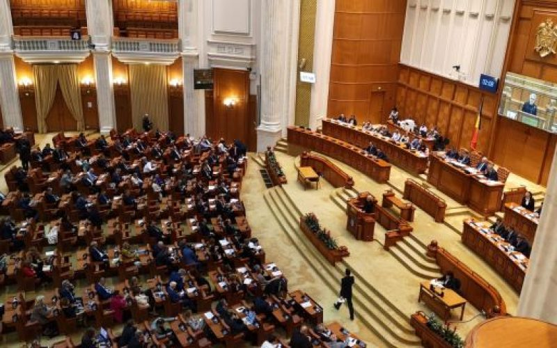 """Iniţiativa cetăţenească """"Fără penali în funcţii publice"""" – la vot"""