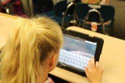 Guvernul cumpără peste 3.000 de tablete pentru elevii bistrițeni