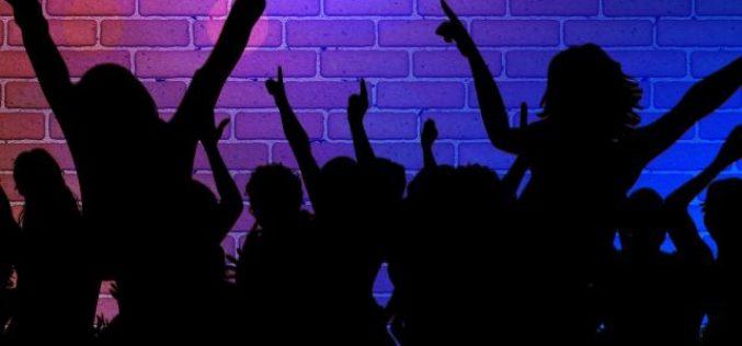 Italia închide de azi cluburile şi discotecile