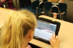 Care sunt criteriile pentru ca un elev să primească una din   cele 250.000 de tablete de la Guvern