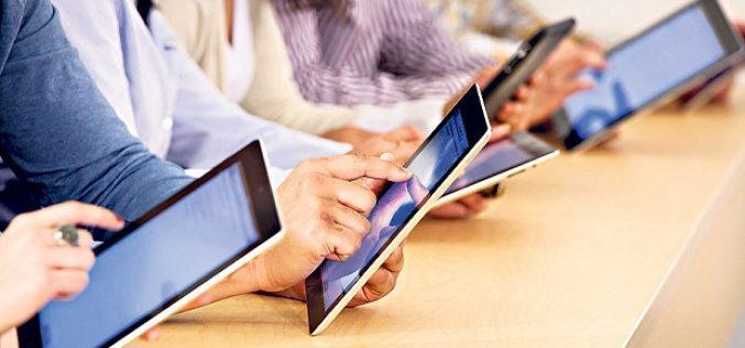 Primăria Bistrița lansează, în fine, licitația pentru 8.476 tablete dedicate elevilor