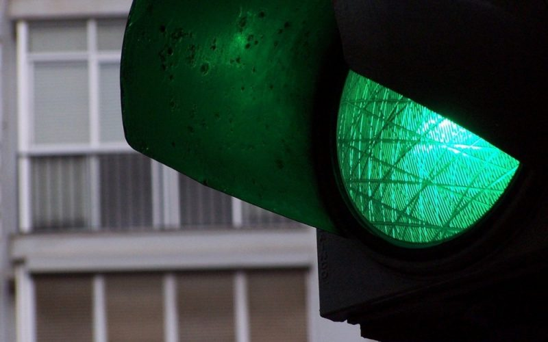 Licitație pentru semafoare inteligente în 5 intersecții importante din Beclean