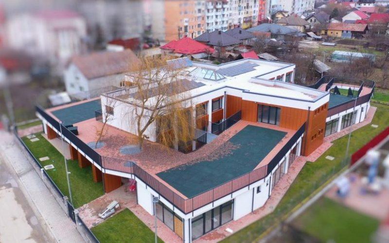 """Amicii Building a finalizat cea mai modernă grădiniță locală: """"Albă ca zăpada"""", din Beclean"""