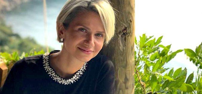 Business : Carmen Rusu duce anual zeci de bistrițeni la Istanbul, pentru implant de păr și operații estetice!